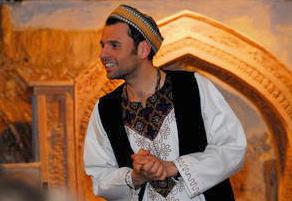 Erzaehler in orientalischer Kleidung